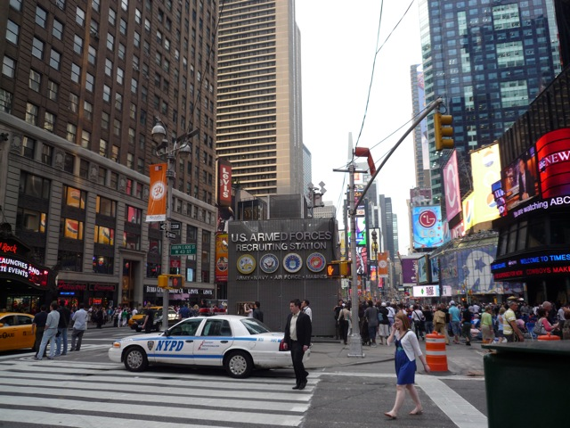 An army recruiting center in the middle of Times Square?!? WTF America! what's wrong with you?